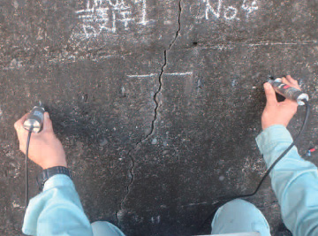 超音波でのひび割れ深さ、コンクリート強度試験